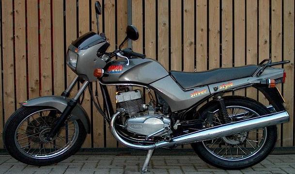 http://www.motorencyclopedie.nl/motorencyclopedie/jawa-350type640silverstyle/jawa%20350%20type%20640%20silver%20style.JPG