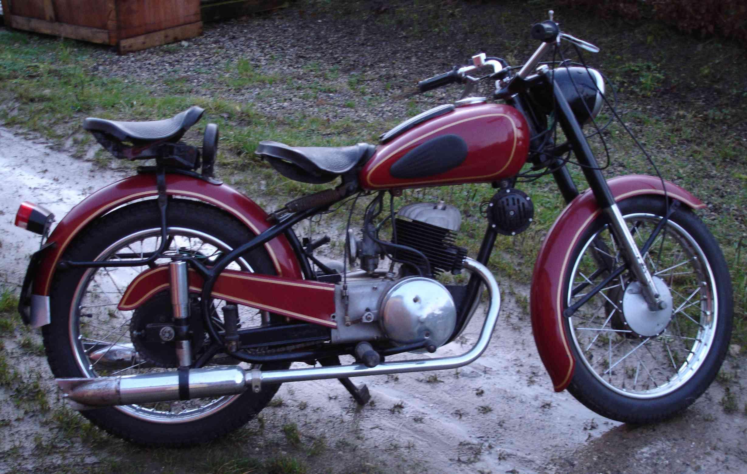 http://www.motorencyclopedie.nl/motorencyclopedie/sparta-sl250/1952.jpg
